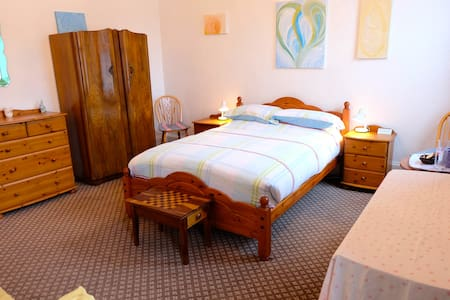 Seaside Village Romantic Double Cranleigh House - Bed & Breakfast