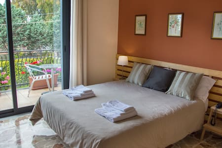 MISTER ETNA B&B - CAMERA GABRIELE - MASCALUCIA  - Bed & Breakfast