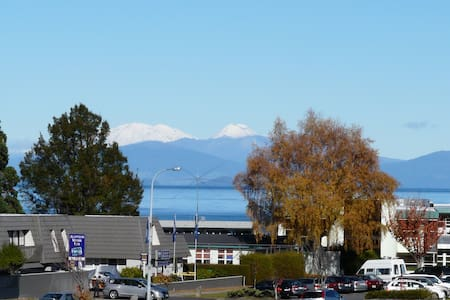 Short Walk To Town, Great Views - Taupo - House