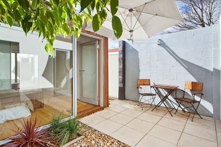 Private and spacious 1BD+study Bayside Apartment - Caulfield North - Apartment