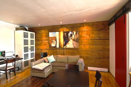Beautiful renovate open style condo in lovely area - Montréal - Apartment