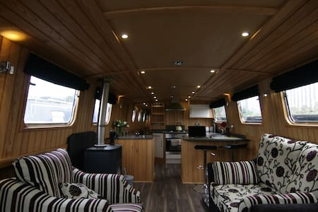 Unique Widebeam Narrowboat - Vene