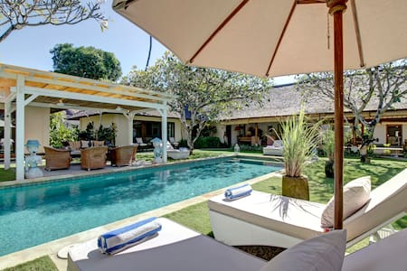 Beautiful Colonial Villa in Sanur  - South Denpasar - Villa