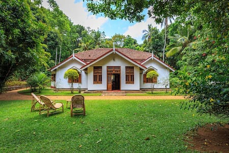 Gamage's Estate - Bed & Breakfast