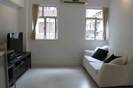 Modern furnished apartment in unbeatable location. In the heart of Soho near to many of the best restaurants and bars in Hong Kong.  A great place and location for a short visit or medium length stay.