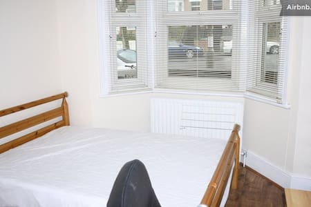 Double Room with Parking  - London - House