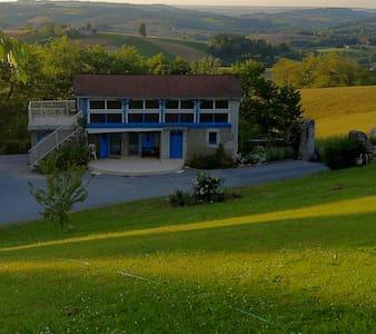 Belle volière face aux Pyrénées  - Casa
