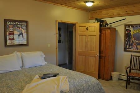 Morkaut's Black Angus Lodge Room #4 - Oda + Kahvaltı