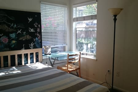Charming room near the beach four - Alameda - Hus