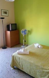 GRETA ROOM WI-FI , SMALL TERRACE - Catania - Wohnung