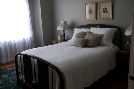 White Rose Manor (M) - Lincolnton
