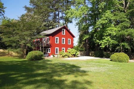 Rustic Barn with Neuse River Access - New Bern - Talo