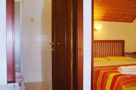 9 MINUTES FROM PLITVICE (4) - Casa