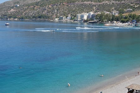 Beachfront Apartment - Loutraki - Huoneisto
