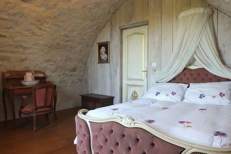 Bergerie romantique et isolée - House