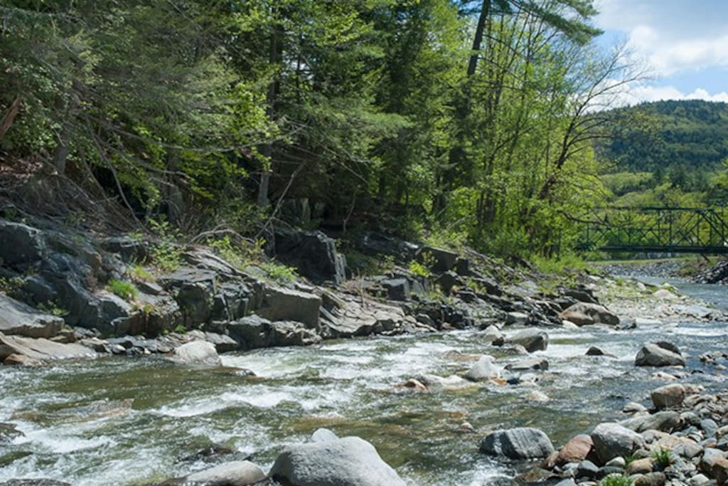 The river bed is rock- lovers paradise.
