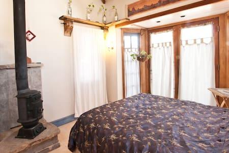 Room w/ Loft & Sky lights fits 4  - Albuquerque - House