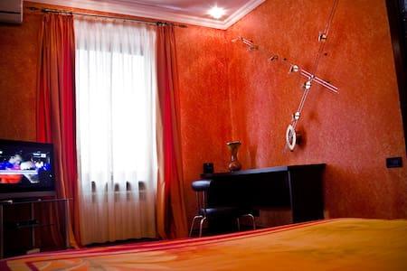 Sunny Apartment at Vernisaj Gardens + Balcony - Apartment