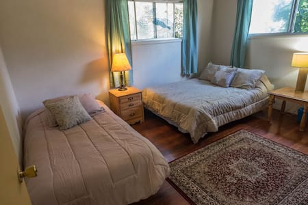 Beautiful Cozy room with a Queen and a Twin bed - Rumah