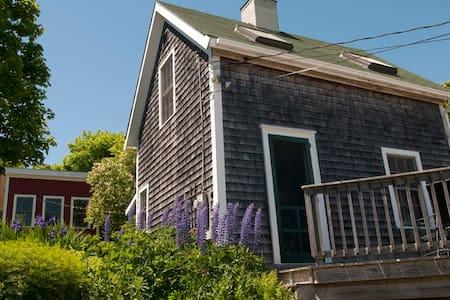 Charming Island Cottage - Maison