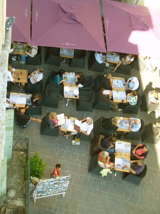 View straight down to the closest café and restaurant. All of 5 meters away.