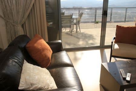 Luxury Villa w/ Great Mountain View - エルサレム