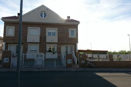 Chalet Villa Maria Alquiler Vacacional - Burguillos de Toledo