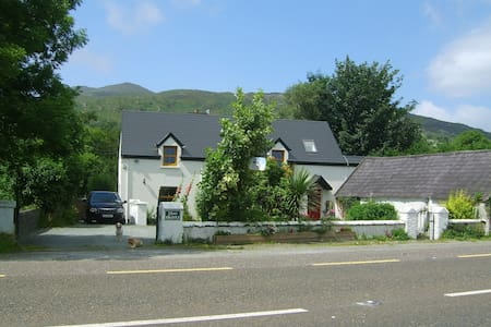The Glen Farmhouse - Kerry  - Bed & Breakfast