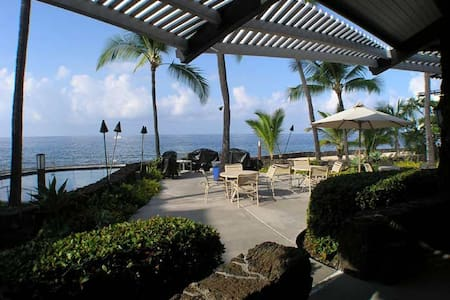 Oceanfront saltwater pool on Alii Drive in Kona - Lägenhet