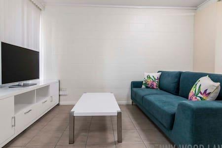 2 Bed CBD Apartment (10) Wifi Free - Mackay