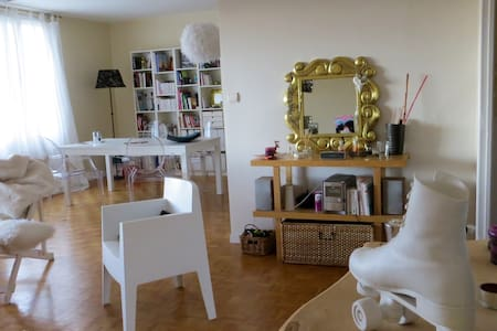 Nice bed room in a sunny 100m2 flat - Cugnaux