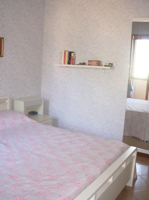 camera da letto fornita di climatizzatore