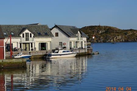 Naustet - Rorbu - Bakkasund