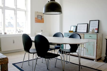 Bright & Charming with Sunny Garden - Frederiksberg - Apartment