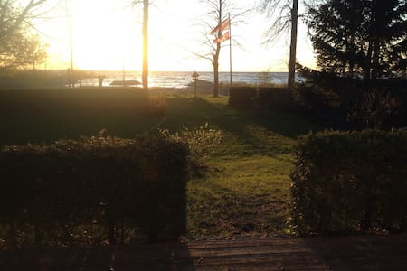 Beautiful Lake Front Cottage - Haus