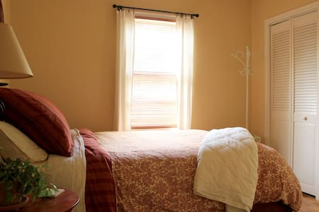 Cozy Garden Cottage In Old Town! - Forest Grove - Hus