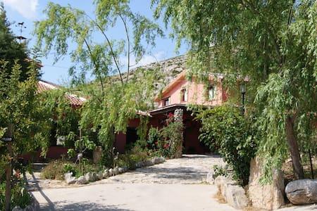 Refugio de Alamut - Bed & Breakfast