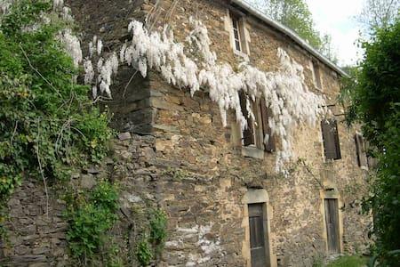 Maison du XVIIIè  en pleine nature - Curvalle - Huis