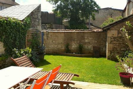 Maison de ville tout confort - Fontenay-le-Comte - Hus