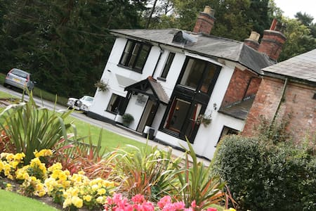 Great B&B set in the Lickey Hills - Bed & Breakfast