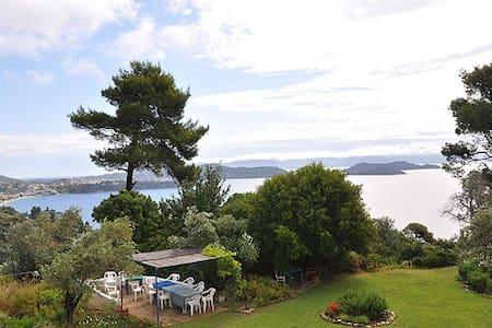 Sea views with garden - Skiathos, 39° 09' 06.90 N 23° 27' 54.75 E