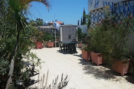 Rooftop studio B&B - Herzliya Center - Bed & Breakfast