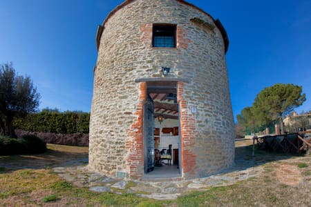 Old Tower, lake view, swimming pool - Tuoro sul Trasimeno - Замок