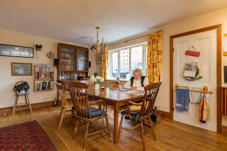 Family home in beautiful Bosham close to the sea. - Wikt i opierunek