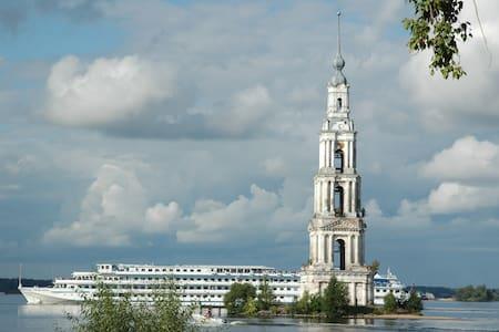 Отдых для семейных пар в доме рядом с рекой Волга - House
