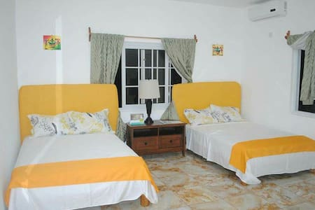 Villa Juanita Room 3 - Vila