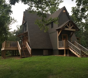 Romantic A-frame Cabin On 177 Private Acres w Lake - Cypress Inn - Rumah