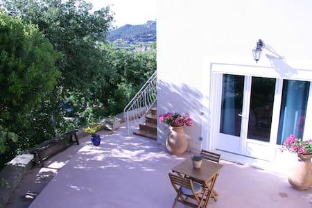 Spatieuse chambre d'hôte, terrasse +petit déjeuner - Bed & Breakfast
