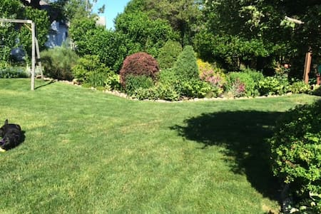 Historic Village Garden Getaway - Fairhaven - Casa