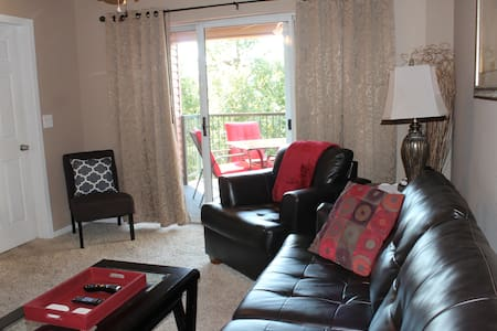 Branson Valley View Beauty   2Br/2Ba Walk In Condo - Branson - 公寓